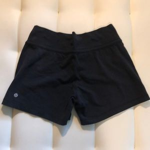 Lululemon Black Size 8 Shorts